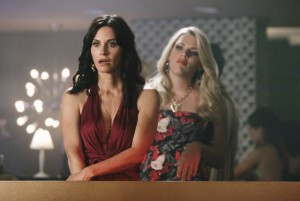Cougar Town TV scene with Courteney Cox and Busy Philipps