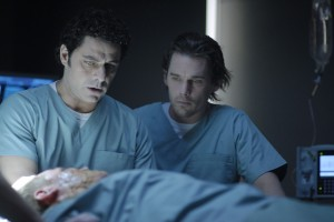 Daybreakers movie scene with Vince Colosimo and Ethan Hawke