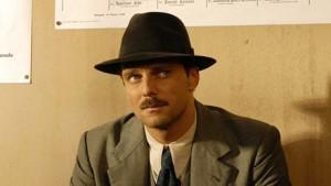 Detective De Luca scene