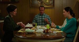 Eva Green (l.), Christopher Meloni and Shailene Woodley in Gregg Araki's White Bird In A Blizzard
