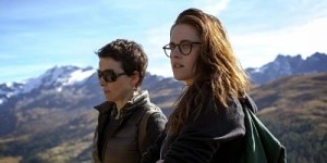Juliette Binoche (l.) and Kristen Stewart in Clouds of Sils Maria