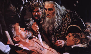 Vincent Price (ctr.) is disgraced Shakespearean actor Edward Lionheart, in Theatre of Blood.